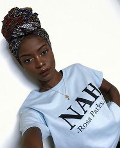 Finding makeup that flatters dark skin can be a challenge. Here's a guide to finding the best dark skin makeup, including foundation, lipsticks, and eyeshadows. Black Girls Rock, Black Girl Magic, Beauty Skin, Hair Beauty, Beauty Makeup, Moda Afro, Mode Turban, Ivy League Style, Dark Skin Makeup