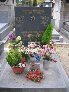 Tombe de Carole Frederick . la MISTINGUET, actrice et chanteuse, cimetière du Père Lachaise.                                                                                                                                                      Plus