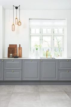 Home Interior Traditional .Home Interior Traditional Kitchen Furniture, Kitchen Interior, Kitchen Decor, Interior Plants, Kitchen Tiles, New Kitchen, Kitchen Cabinets On A Budget, Cosy House, Kitchen Banquette