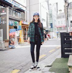 20 Korean Street Fashion Ideas for Korean Style Lovers Korean Fashion Tomboy, Korean Fashion Winter, Korean Fashion Trends, Korean Street Fashion, Ulzzang Fashion, Korea Fashion, Japan Fashion, Daily Fashion, Boyish Outfits