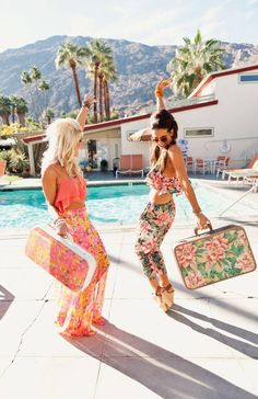 Color and pattern! Tropical resort fashion!