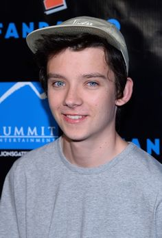 Asa Butterfield Pictures - Comic-Con Arrivals for 'Ender's Game' and 'Divergent' - Zimbio Uk Actors, Actors & Actresses, Asa Buterfield, Crush Facts, Ender's Game, Bbc Tv Series, Ideal Man, Cinema, Precious Children