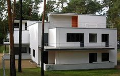 "1926 - The Muche/Schlemmer House, Dessau, Germany. One of the ""Master Houses"" for Bauhaus faculty, it was a duplex for Georg and El Muche and Oskar and Tut Schlemmer, who were also teaching at the Bauhaus. Designed with Walter Gropius. Walter Gropius, Bauhaus Design, Bauhaus Style, Marcel Breuer, Art Deco Home, Le Corbusier, Interior Architecture, Classical Architecture, Landscape Architecture"