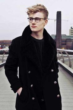 Guy-with-Cool-Blonde-Trendy-Hair.jpg (500×750)