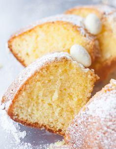 Babka wielkanocna z roztopionym masłem Sweet Recipes, Cake Recipes, Polish Recipes, Let Them Eat Cake, Cake Cookies, Baked Goods, Biscotti, Good Food, Cooking Recipes