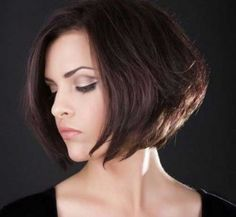 Asymmetrical bob haircuts can give you a sexy edgy look, but they're rarely low maintenance. Find out how to get and style the perfect asymmetrical bob for you. Bob Style Haircuts, Short Bob Hairstyles, Cool Hairstyles, Italian Hairstyles, Medium Hair Styles, Short Hair Styles, Asymmetrical Bob Haircuts, Hair Affair, Haircut And Color