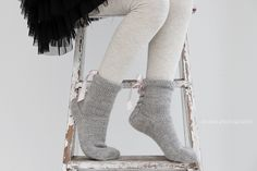anana: Ribbonz eli hupparisukat satiininauhoilla [ohje] Ballet Shoes, Dance Shoes, High Socks, My Style, Fashion, Ballet Flat, Dancing Shoes, Moda, Over The Calf Socks