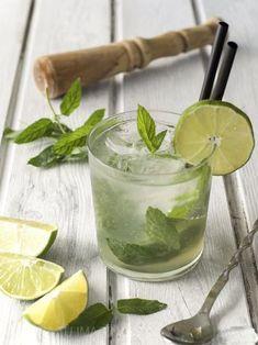 Bebida Mojito, Lime Soda, Mojito Recipe, Cocktails, Drinks, Food And Drink, Fruit, Eat, Ethnic Recipes