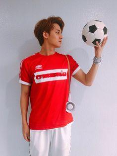 when mingyu wants to play football. Mingyu Wonwoo, Seungkwan, Woozi, Mingyu Seventeen, Seventeen Debut, Carat Seventeen, Kim Min Gyu, Choi Hansol, Adore U