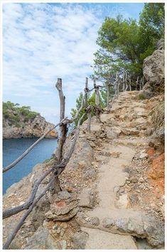 Mallorca Rundwanderung von Deia nach Cala Deia - Inseln in Europa - Auto Menorca, Deia Mallorca, Travel Around The World, Around The Worlds, Ibiza, Iceland Landscape, Reisen In Europa, Balearic Islands, Beautiful Beaches