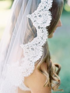 Lace Mantilla Veil | photography by http://www.claryphoto.com
