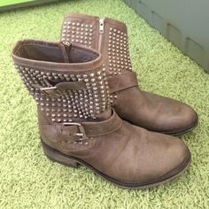 Steve Madden Boots Steve Madden Boots. Only worn 3 times. Perfect condition. Sandy beige color. Real leather. Steve Madden Shoes Combat & Moto Boots