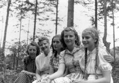 eva braun and friends Germany Ww2, Study History, And Peggy, History Channel, Book Show, Writing A Book, Munich, Wwii, Love Story