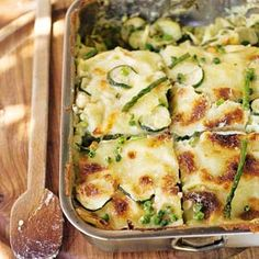 Lekker! - Lasagne met groene groenten: tuinerwten, courgette, peultjes en aspergetips. Asperge soms moeilijk vindbaar, is ook lekker zonder. mjammjammjam