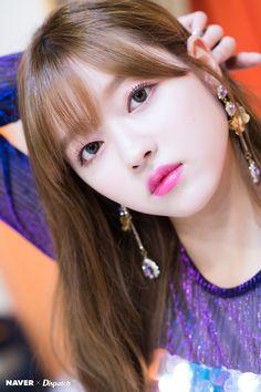Yooa oh my girl Kpop Girl Groups, Korean Girl Groups, Kpop Girls, K Pop, Honey Popcorn, Girls Channel, Oh My Girl Yooa, Kpop Girl Bands, Girls Twitter