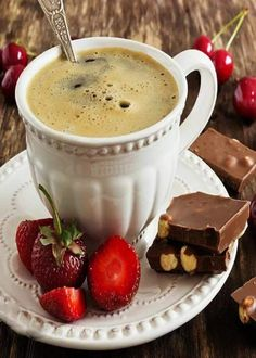 cup of freshly brewed coffee, chocolate and fruit on the old wooden background. Coffee Club, Coffee Break, Coffee Shops, Coffee Lovers, Mini Desserts, Chocolate Cafe, Expresso Coffee, Pause Café, Coffee Pictures
