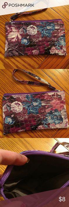 Fashion handbag zipper purse Fashion handbag zipper purse. Top zipper. Convenient to hold cash, coins, cards, makeup. Has a wrist strap. Hold it in your hand or put it in a bag. Bags Mini Bags