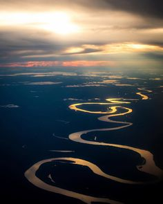 The amazing Amazon River seen from the sky!  Una belleza de la naturaleza, el meandro más lindo de todos