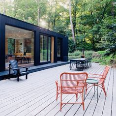 Enjoy your interior by creating a winter garden worthy of the name. Weekender, Large Lanterns, Holiday Places, Outdoor Spaces, Outdoor Decor, Rental Decorating, Dream House Exterior, Cottage Design, Cabins In The Woods