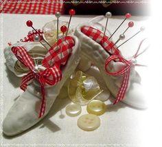 """✿* süßes Nadelkissen """"Porzelanschuh """" in Weiß *✿ von Midos -Art auf DaWanda.com"""