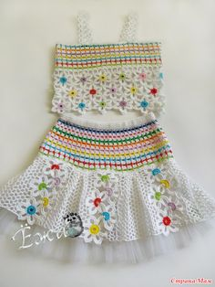 definir menina com flores feitas de crochê patrones05