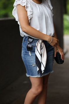 This post is full of helpful fashion advice and 20+ style tips on how to instantly look fashionable! Even better that these ideas are all super easy to copy Scarf Outfit Summer, Summer Fashion Outfits, Spring Outfits, Fashion Over 50, Fashion Looks, Fashion Fashion, Graphic Tee Outfits, Clothing Blogs, Shirt Tucked In