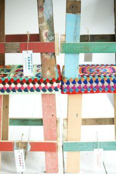 stoollegs taburete hecho a mano de reciclado cubierta de madera hecha a mano de ganchillo (elegir sus colores preferidos y patrón)    altura 45 cm