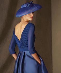 Pronovias > BALTAR - Vestido de madrinha curto, decote em bico e manga a três quartos