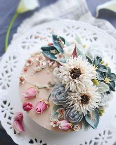 time for tea and cake. Gorgeous Cakes, Pretty Cakes, Amazing Cakes, Korean Buttercream Flower, Buttercream Flower Cake, Bolo Floral, Floral Cake, Art Floral, Cupcakes Flores