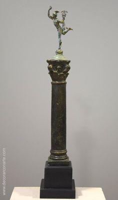 Hermes en bronce sobre columna. Altura: 53cm