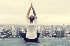 Jak si vytvořit jakýkoliv zdravý návyk (a skutečně ho dodržovat) - HappyMag. Man Images, Free Images, Self Motivation, Sports Activities, Image Photography, Rooftop, Body Care, Health Fitness, Exercise