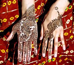 LOVE henna! wish i could have an arabic wedding just for this!!