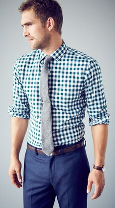 Patterned shirt, tie, colored pants