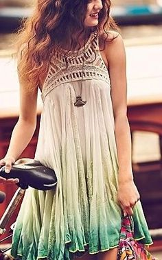 I love this. There's such an earthly feel to this dress. Wish I was tall enough to pull it off.