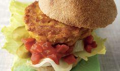 Süssmaishamburger mit pikantem Ketchup - Rezepte - Schweizer Milch Cornflakes, Hamburger, Beef, Chicken, Ethnic Recipes, Food, Food Portions, Simple, Meat