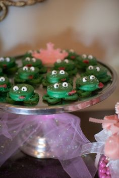 "Oreo ""Frog Prince"" desserts!  Too cute!"