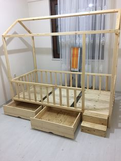 Children's bed frame Toddler Floor Bed, Diy Toddler Bed, Toddler Rooms, Baby Boy Rooms, Baby Bedroom, Big Girl Rooms, Girls Bedroom, Admiravel Movel Novo, Bed Rails For Toddlers