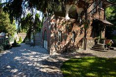 E vremea în care vila #PoemBoem e înconjurată de lumina caldă de toamnă, vremea poveștilor și a zilelor leneșe. Te așteptăm să te bucuri în tihnă. Beautiful living is a choice. We owe it to ourselves. www.poemboem.com