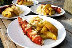 Grillad pepparrotslax med coleslaw och potatisklyftor, in swedish Coleslaw, Tasty, Yummy Food, Bacon, Gluten Free Recipes, Free Food, Fish, Chicken, Dinner