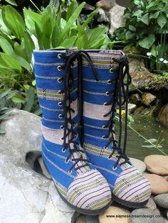 Womens combattimento stivali In blu etnico Karen tessile intrecciato con metà polpaccio stivali Boho - Britta con lacci di SiameseDreamDesign su Etsy https://www.etsy.com/it/listing/241749198/womens-combattimento-stivali-in-blu