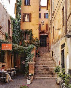 Vicolo San Simone.....Via dei Coronari ❤ ROMA ••••••••••••••••••••••••••••  Fotografia di @xandrine.g •••••••••••••••••••••••••••• Tagga le tue foto migliori con #noidiroma e seguici per entrare a far parte della gallery @noidiroma •••••••••••••••••••••••••••• Segui tutti i nostri profili  @aforismiromani - Scopri la community che stà facendo impazzire Instagram  @fabriziofrustaci - Ideatore del progetto Aforismi Romani e Noidiroma ✈ #roma #ig_lazio #ig_roma #ig_italia #....
