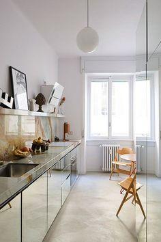 Home Interior Simple Nicolas Bellavance-Lecomptes Milan apartment Diy Kitchen, Kitchen Interior, Kitchen Decor, Kitchen Cabinets, Kitchen Hacks, Interior Plants, Minimalist Kitchen, Minimalist Decor, Home Decor Bedroom
