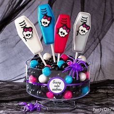 Gore-geous Monster High cookie pops!? Scary cute idea for Halloween parties! Click to get the recipe.