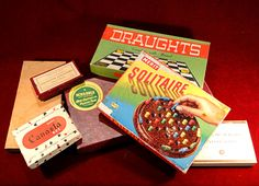 23) Interesting collection of vintage games including Solitaire, dominoes, draughts, Scrabble etc Est. £15-£25