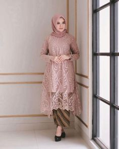 Model Dress brukat untuk lebaran 2020 – ND Model Kebaya Brokat Modern, Kebaya Modern Hijab, Dress Brokat Modern, Kebaya Hijab, Batik Kebaya, Kebaya Dress, Dress Pesta, Batik Dress, Model Rok Kebaya