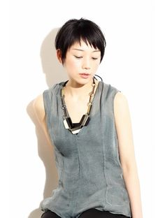 アシメなショートバングで個性を出した大人ショート。:L000575294|ジュリエッタ(giulietta)のヘアカタログ|ホットペッパービューティー Japanese Short Hair, Japanese Hairstyle, Hair Inspo, Hair Inspiration, Corte Pixie, Shot Hair Styles, Tokyo Street Style, Haircut And Color, Short Styles