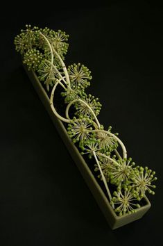 Флористика как безбрежное цветочное море, завораживающее ароматами, красками и фактурой. Работы японских мастеров особенно вдохновляют меня. Какое-то необыкновенное чутье гармонии, линий, настроения. Сегодня я хочу показать вам, друзья, работы японского флориста-дизайнера Араи Коджи (Arai Koji). Араи флорист, дизайнер компании Daiichi Engei Co, Ltd.…