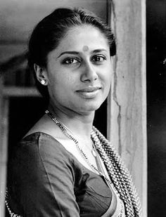 Remembering Smita Patil on her death anniversary. Filmmakers of different temperaments – from Satyajit Ray to Ramesh Sippy – sought to work with Smita Patil in her movie career. Rekha Actress, Old Actress, Vintage Bollywood, Bollywood Couples, Bollywood Stars, Indian Bollywood, Beautiful Bollywood Actress, Beautiful Indian Actress, One And Only