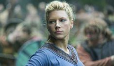 Interview with Vikings star Katheryn Winnick on season 4 part where we catch up with Lagertha, the battle for Kattegat, fierce women, and Ragnar. Katheryn Winnick Vikings, Vikings Tv Series, Vikings Tv Show, Artiste Martial, Lagertha Lothbrok, Lagertha Hair, Viking Pictures, Vikings Season 4, Viking Series