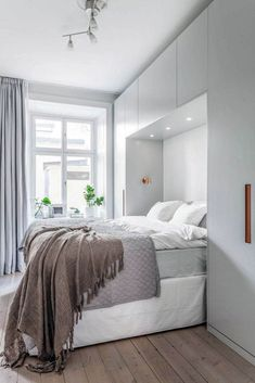 Ideal extra small bedroom ideas on this favorite site Chic Bedroom, Bedroom Makeover, Small Bedroom Wardrobe, Bedroom Interior, Minimalist Bedroom, Home, Modern Bedroom, Small Bedroom Inspiration, Trendy Bedroom